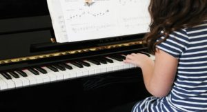 HOW TO TEACH PIANO TO A 5 YEAR OLD & the best beginner piano books