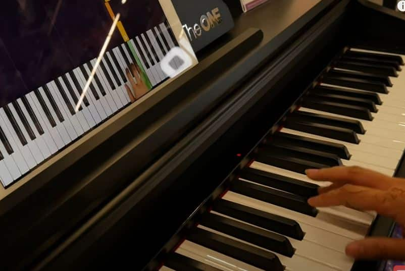 the one light up piano